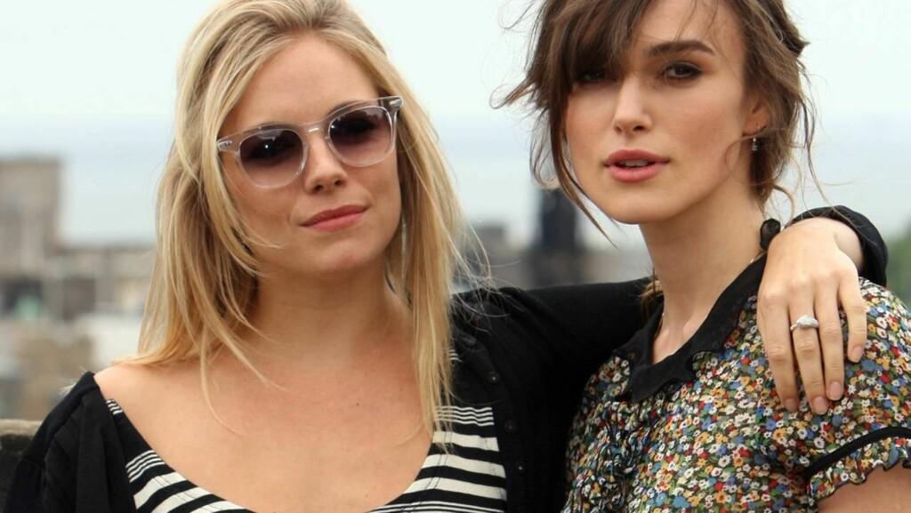 SMÅTT OG HOT: -Små bryster er mer elegant, sier stylist Linda Sande til VG. Både Sienna Miller og Keira Knightley har små bryster og er nye stilikoner.  Foto: All Over Press