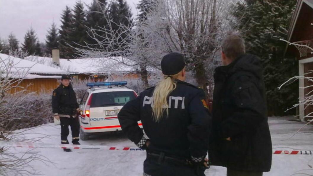 SKEDSMOKORSET:  Den døde ble funnet i utleieleiligheten til en politileder i Romerike politidistrikt. MMS-foto: Harald S. Klungtveit