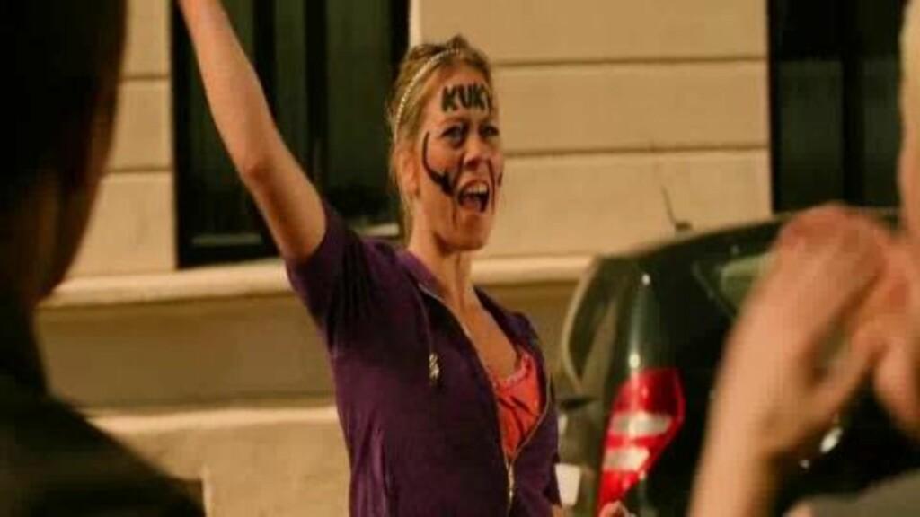 KUK I PANNA: Karin i «Tomme tønner 2» har stadig tekst i panna. Foto: Euforia