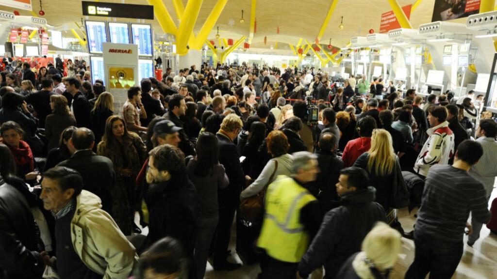 KAOS På flyplassen i Madrid er det fullt kaos etter at 90 prosent av Spanias flygeledere i går sykemeldte seg. Foto: DOMINIQUE FAGET