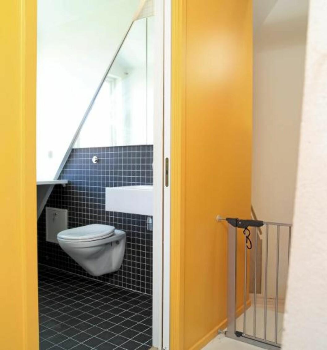 SPENSTIG BAD: Det nye badet oppleves som en tøff boks, noe som understrekes av den gule fargen.  Foto: Espen Grønli