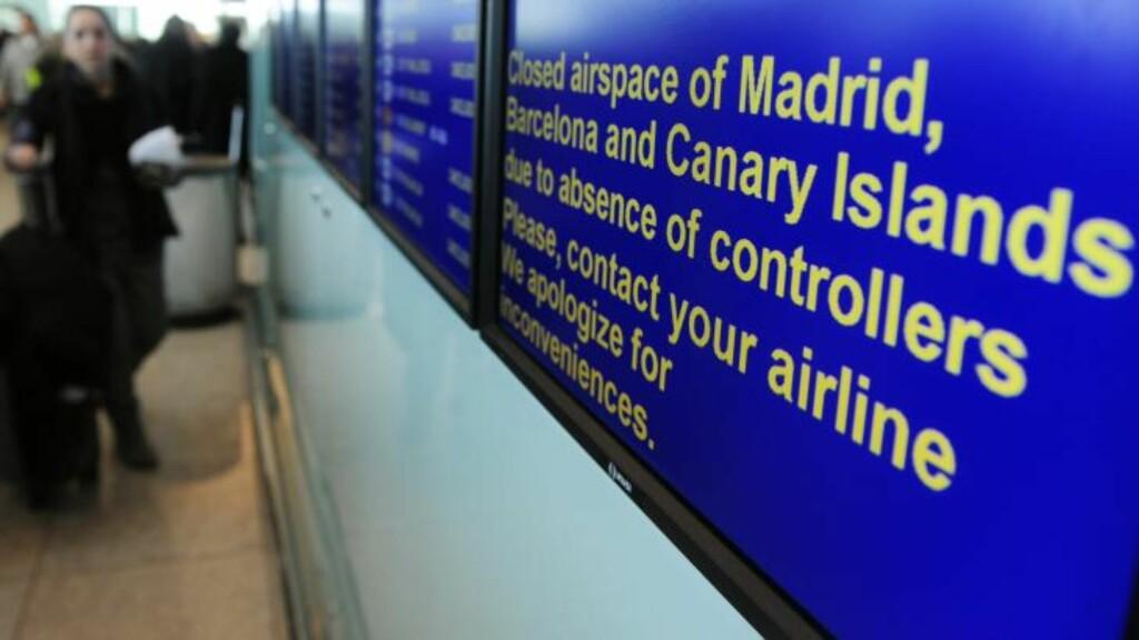 STENGT LUFTROM:  Klar beskjed til passasjerer på El Prat Llobregat-flyplassen ved Barcelona: luftrommet er stengt. FOTO: MANU FERNANDEZ, AP/SCANPIX.