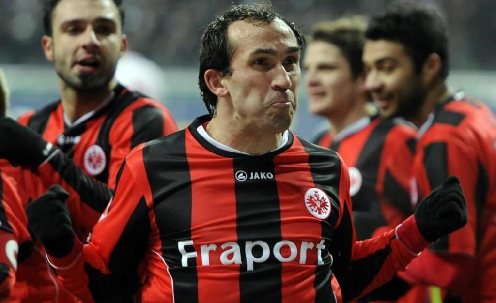 SENKET MAINZ: Bundesliga-toppscorer Theofanis Gekas sørget for at Eintracht Frankfurt slo serietoer Mainz. Dermed er Dortmund høstmester i Bundesliga uten å ha vært i aksjon.Foto: SCANPIX/EPA/Marius Becker