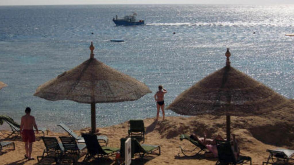 TRØBBEL I PARADIS: Sharm el-Sheikh er et yndet feriested også for nordmenn. Men etter flere angrep av hai den siste tiden har strendene blitt stengt. Foto: AFP