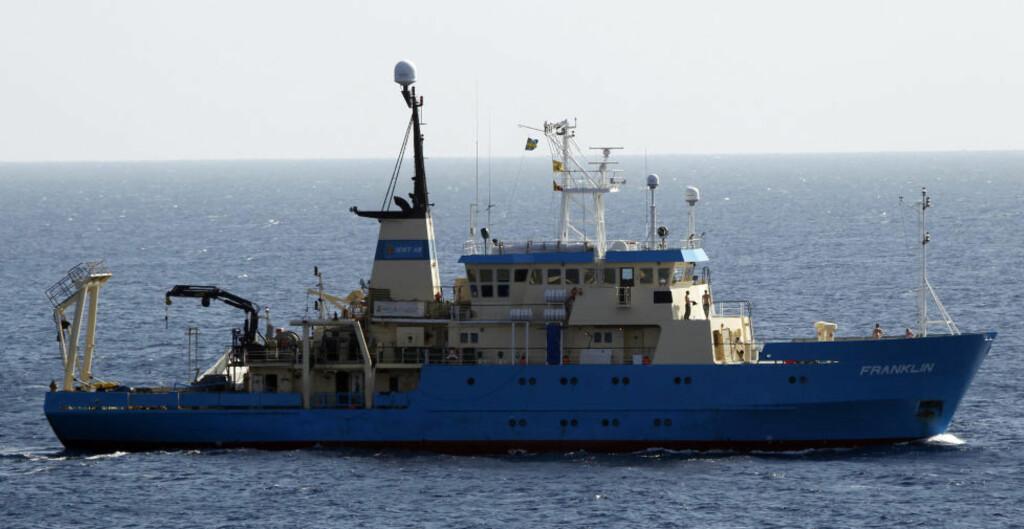 LETER ETTER HAIEN: Egyptiske myndigheter og frivillige har i dag lett etter haien som tok livet av en tysk kvinne søndag. Foto: Reuters