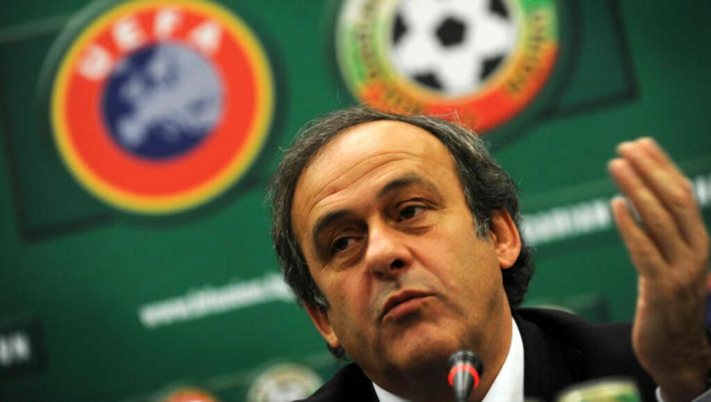 PATETISK: Michel Platini synes det er feil at de streikende spillerne ble ønsket velkommen tilbake. Foto: AFP/NIKOLAY DOYCHINOV