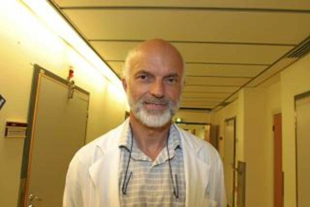 TARMEKSPERT: Dr. med Einar Husebye FOTO: Bjørg Engdahl