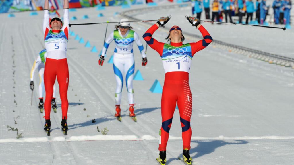 SUVEREN: Marit Bjørgen gikk inn til seier på OL-sprinten, slik hun trodde før start. Foto: AFP/DON EMMERT