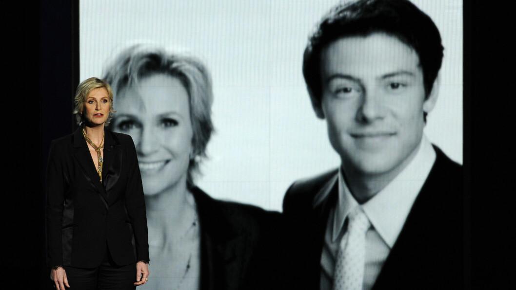 LEVER VIDERE I MINNET: - I kveld husker vi Cory for det han var og sørger over tapet av alt han kunne blitt, sa Jane Lynch i en hyllest til Cory Monteith. Foto: All Over