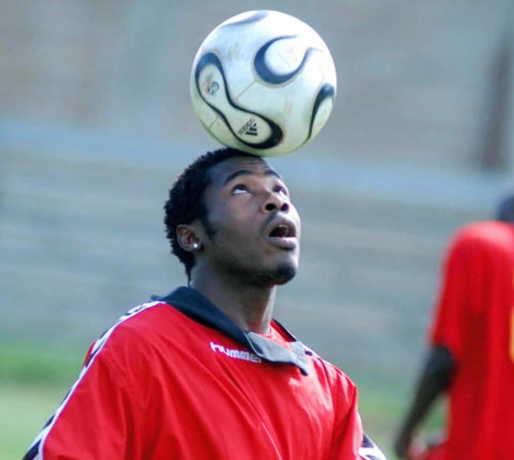 40 PISKESLAG: Den nigerianske fotballspilleren Stephen Worgu, som spiller i en klubb i Khartoum, ble i november i fjor idømt 40 piskeslag for å ha drukket alkohol. Foto: AFP/STR/SCANPIX