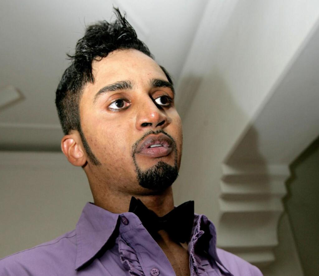 DØMT: Modell Rashad El-Nimeiri er én av åtte mannlige modeller som i går ble dømt til bøter for å ha brukt sminke under et moteshow i Sudan. Foto: AFP/ASHRAF SHAZLY/SCANPIX