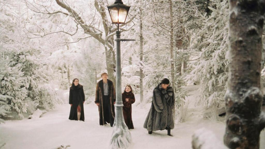 DET MAGISKE LANDET: En lyktestolpe midt i skogen er det første Pevensie-søsknene får se når de ankommer eventyrlandet Narnia. Noe av det uimotståelige ved C. S. Lewis' bøker er hvordan de blander det magiske med det hverdagslige.
