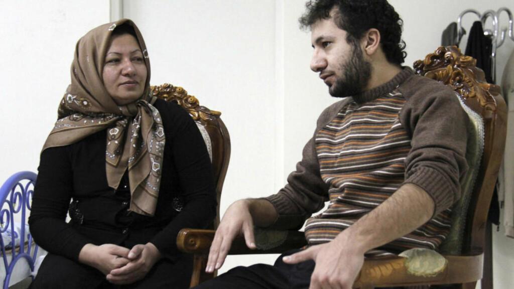 DØDSDØMT Dette bildet fra Press TV viser Sakineh Mohammadi-Ashtiani sammen med hennes sønn Sajjad. Det skal være tatt denne uken. Foto: AFP PHOTO/PRESS TV/Scanpix