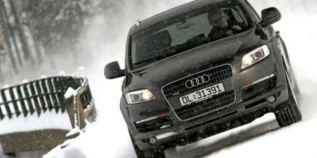 STOR AUDI: Audi Q7 er en stor bil, noen mener kanskje den er for brautende i sin framtoning. Uansett er det en deilig luksusbil, som nå har hatt et stort verditap på tre år. Foto: Egil Nordlien HM Foto