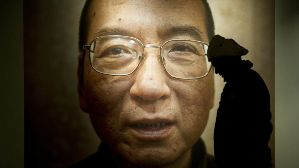 VILL BOIKOTTE: Flere land har ombestemt seg og vil likevel være på plass under fredsprisseremonien i Oslo Rådhus.Vinneren er den fengslede kinesiske dissidenten Liu Xiaobo. Foto: ODD ANDERSEN/ AFP
