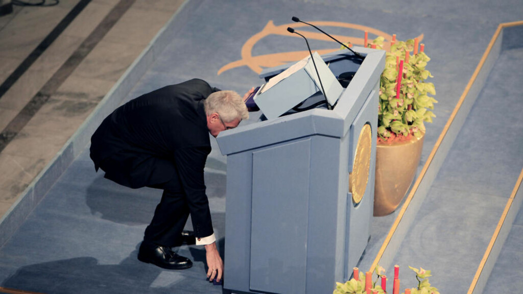 MISTET PRISEN:  Thorbjørn Jagland mistet Nobel-medaljen under utdelingen i Rådhuset i dag. Foto: Jacques Hvistendahl