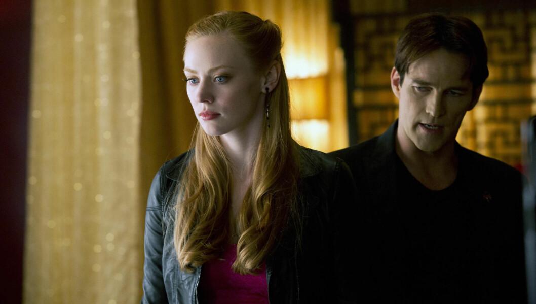 <strong>VAMPYR:</strong> Deborah Ann Woll spiller vampyrjenta Jessica Hamby i den populære HBO-serien «True Blood». Her sammen med vampyrkollega Stephen Moyer. Foto: HBO/PLANET PHOTOS