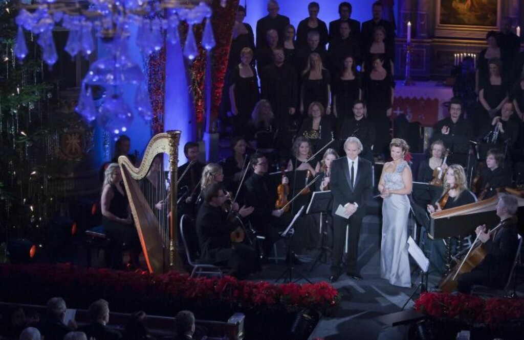 STASLIG: Det var en staslig innredet Vang kirke med Prinsesse Märta og regissør Harald Zwart som midtpunkt. FOTO: PER FLÅTHE/DAGBLADET