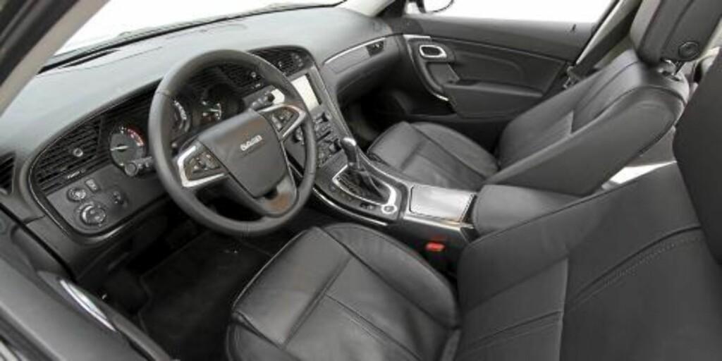 TYPISK SAAB: Interiøret er typisk Saab inspirert av flyteknologien. Setene er gode og ergonomien like så. Foto: Petter Handeland