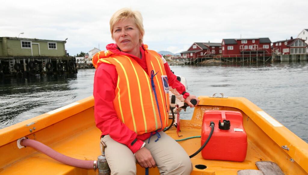 TIL SYKEHUS: Siv Jensen falt og slo ryggen da hun var ute på fisketur torsdag. Dette bildet er tatt under et besøk i Lofoten. Foto: Se og Hør