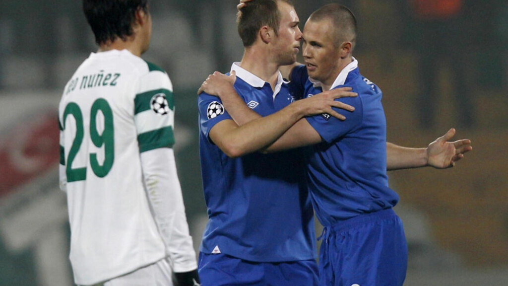 Rangers' Kenny Miller (R) celebrates his goal with his teammate Steven Whittaker (2nd R) during their Champions League Group C soccer match against Bursaspor at Ataturk stadium in Bursa, western Turkey, December 7, 2010. Bursaspor's Leonel Nunez is on the left. REUTERS/Murad Sezer (TURKEY - Tags: SPORT SOCCER)