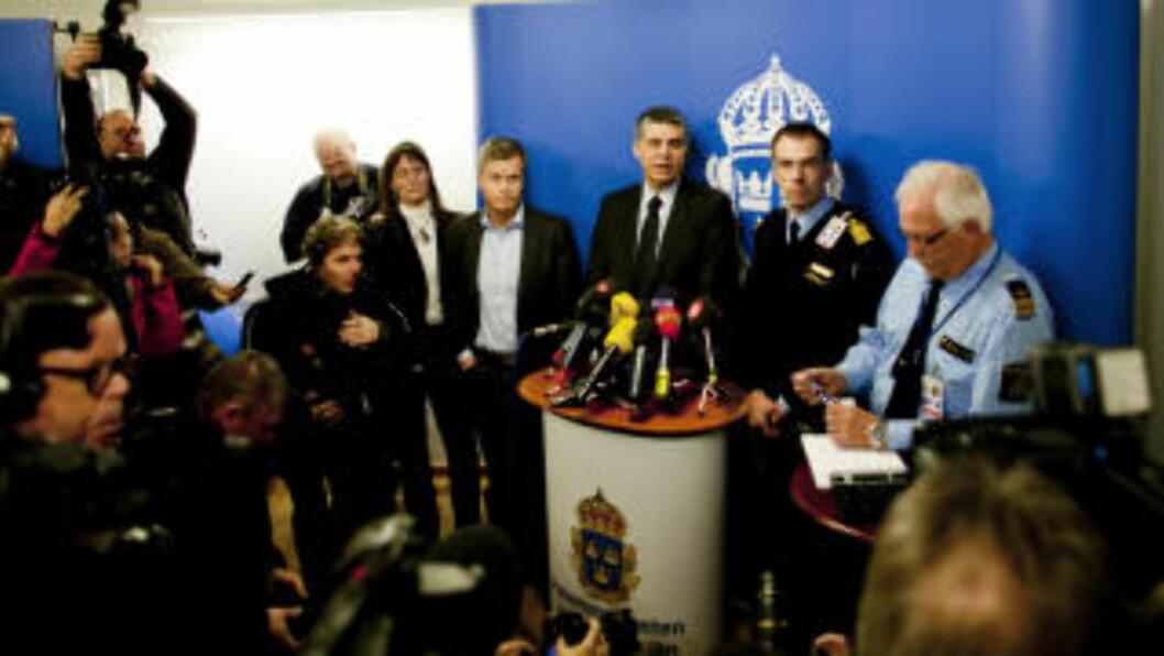 PRESSEKONFERANSE: Svensk politi holdt søndag pressekonferanse om terrorforsøket i Stockholm. Presseoppbudet var enormt. Foto: Sveinung Uddu Ystad