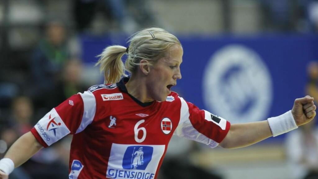 UAKTUELL: Heidi Løke, Kari Mette Johansen og Tine Stange spiller ikke mot Sverige i kveld. Foto: BJØRN LANGSEM
