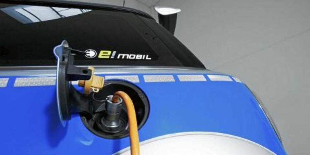 INGEN BENSIN, TAKK: Mini E vil heller ha strøm fra stikkontakten, og byr til gjengjeld på 204 hester og 220 bamsesterke Nm. Foto: AC Schnitzer