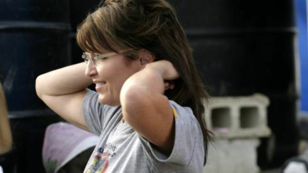 RETTER PÅ SVEISEN: Sarah Palin besøkte Haiti i helgen. Foto: EPA/Andres Martinez Casares