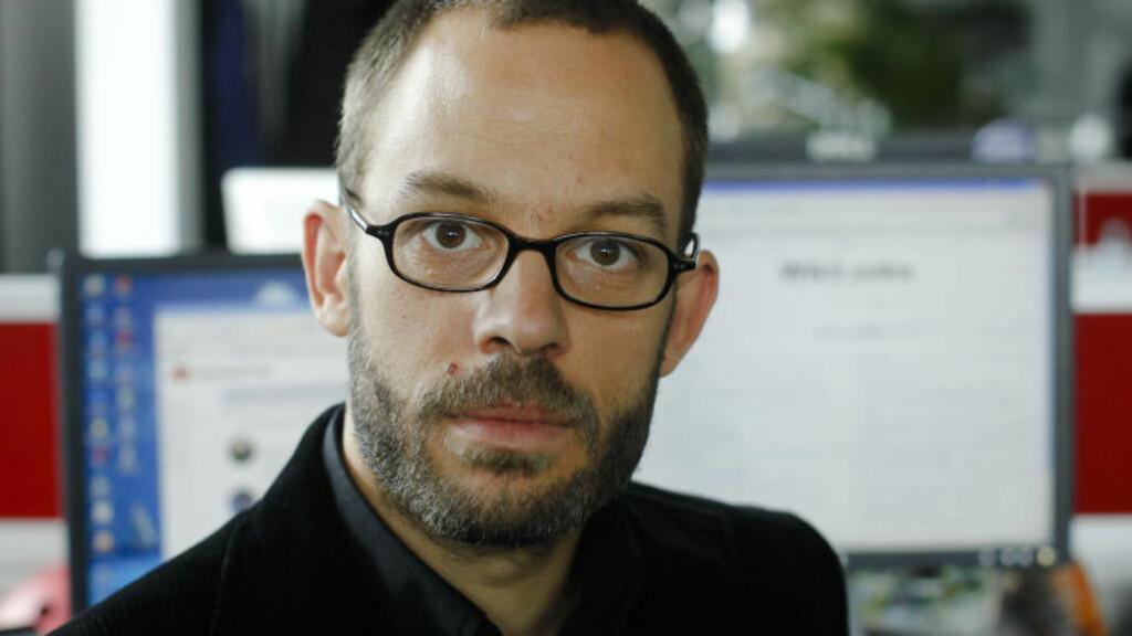 OPENLEAKS GRUNNLEGGER: Daniel Domscheit-Berg har sammen med andre Wikileaks-avhoppere lansert nettstedet Openleaks - som har samme formål som Wikileaks. Her poserer han som Wikileaks-talsmannen Daniel Schmitt for nyhetsbyrået AP i Berlin. Foto: AP Photo/Markus Schreiber/Scanpix