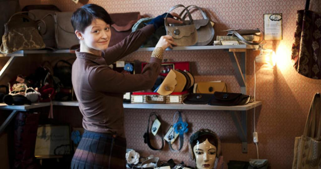 DESIGNKOLLEKTIV: Anni Jokinen selger egen design sammen med tre andre i det gamle stallområdet.