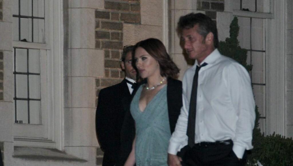 LYKKEN TOK SLUTT: Etter tre måneder sammen, skal forholdet nå være over mellom Scarlett Johansson og Sean Penn. Foto: All Over Press