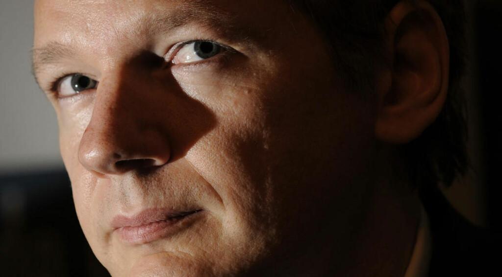 ASSANGE ANGRIPER: Visa, MasterCard og PayPal er instrumenter for amerikansk utenrikspolitikk, mener WikiLeaks-leder Julian Assange etter at de tre selskapene har blokkert for donasjoner til nettstedet hans. Foto: SCANPIX