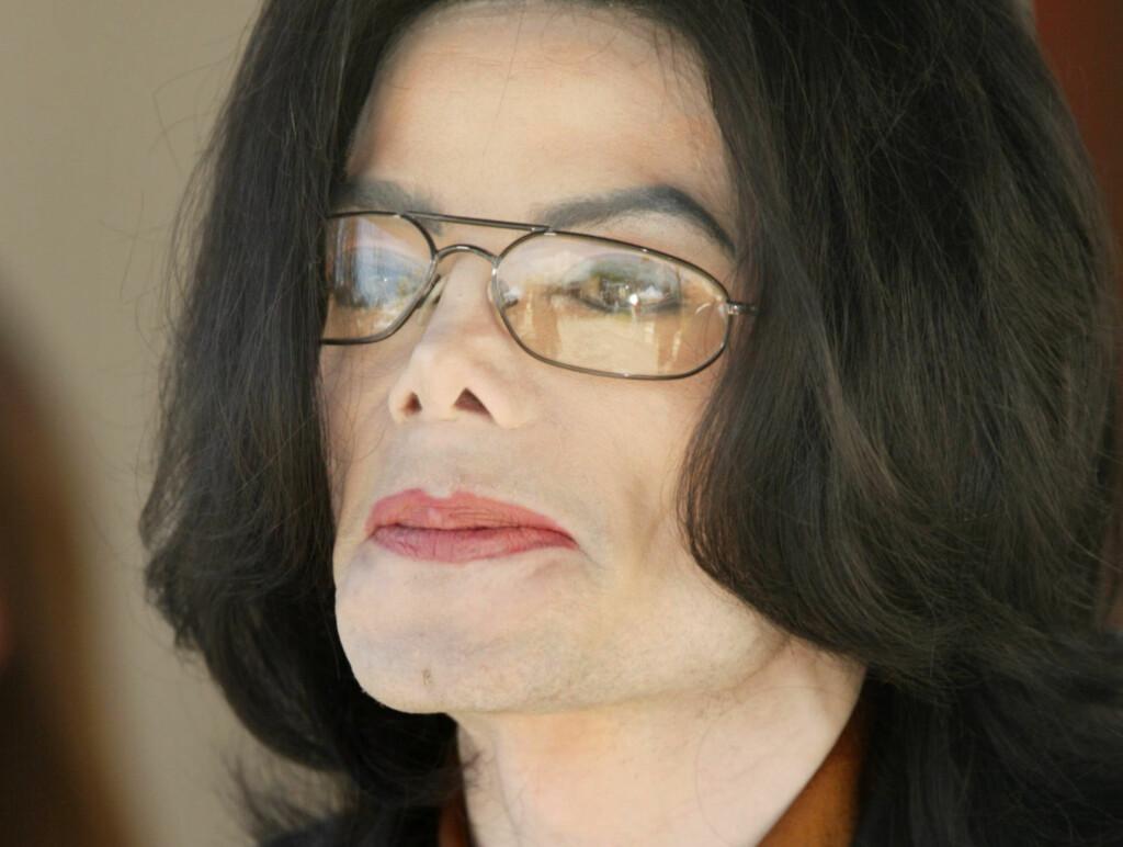 LIKSKUE: Michael Jacksons fans ser nå ut til å få ta et siste farvel med sitt idol. Ifølge E! Online planlegger familien å arrangere likskue og minnestund på hans tidligere eiendom Neverland. Foto: All Over Press