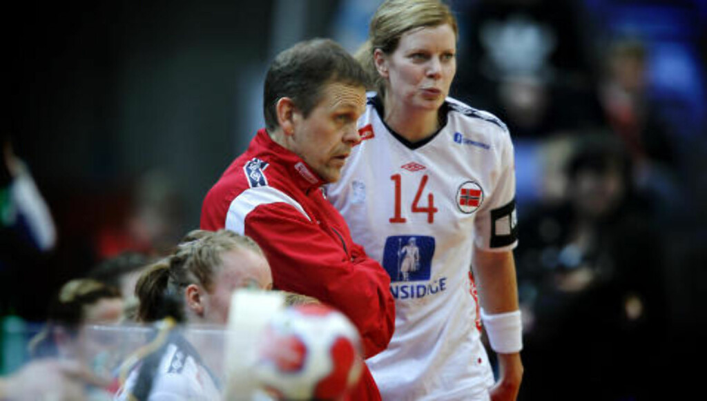 MÅ KLARE DET: Det vil være en gedigen smell om Thorir Hergeirsson og jentene ikke går til semifinalene.
