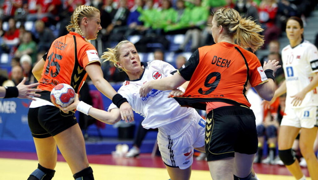 TOPPSCORER IGJEN: Heidi Løke scoret sju i storseieren mot Nederland. Foto: GORM KALLESTAD/SCANPIX