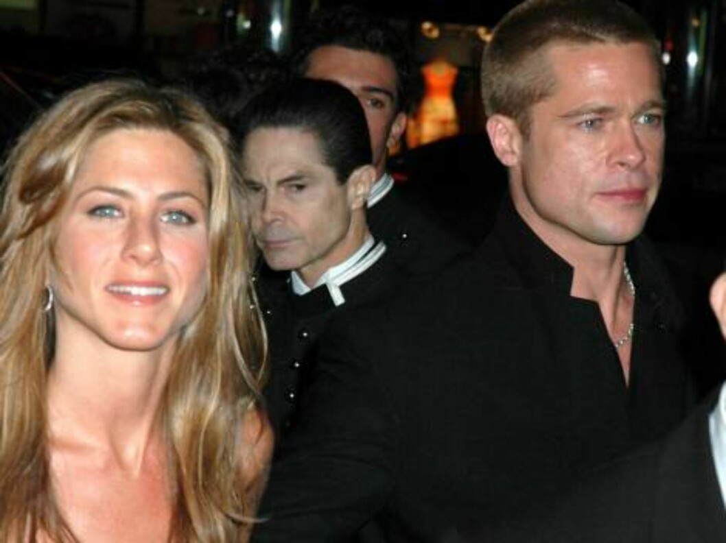 """JENIFFER ANISTON AND BRAD PITT reunite after weeks apart (due to their work schedules) at the """"Troy"""" premiere in New York.  They're seen here arriving to the after-party at Cipriani's.  May 10, 2004.  X17agency.com / ALL OVER PRESS Foto: All Over Press"""