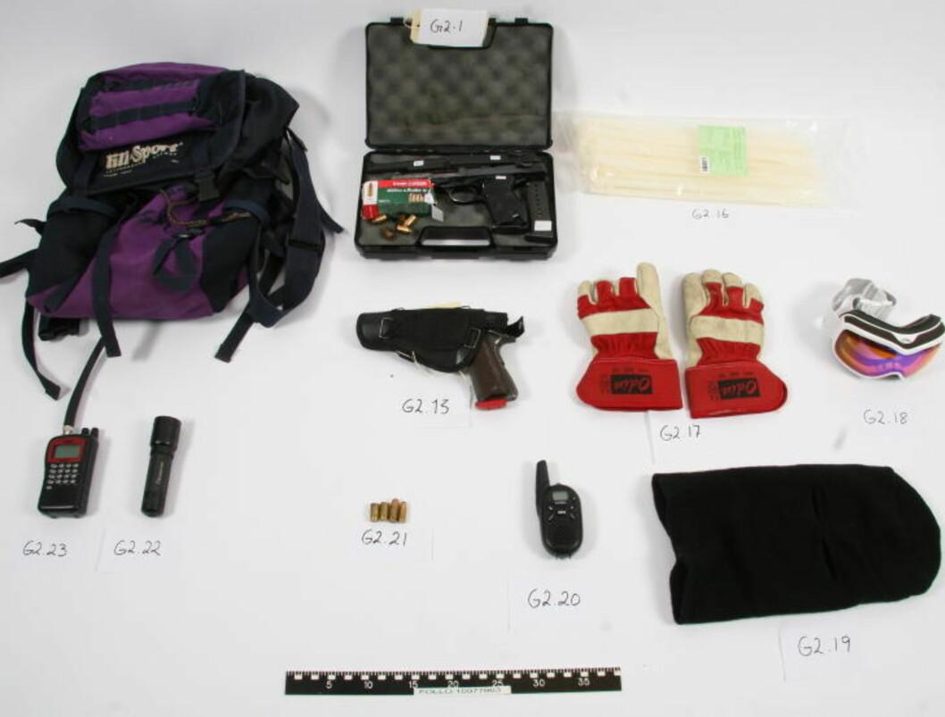 «UTSTYRSPAKKE»: Retten mener våpnene og de andre gjenstandene var klargjort for hver enkelt raner. Foto: POLITIET
