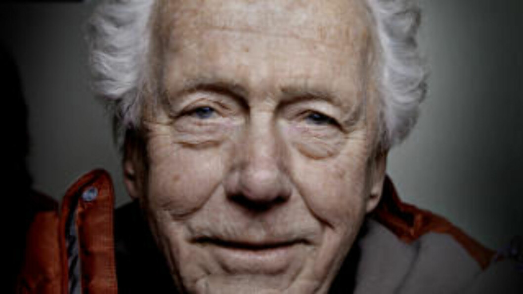 <strong>TEATERLEGENDE:</strong>  Toralv Maurstad er 84 år, og spiller fortsatt teater. I januar står han på scenen sammen med sin halvsøster Mari. Foto: Lars Eivind Bones
