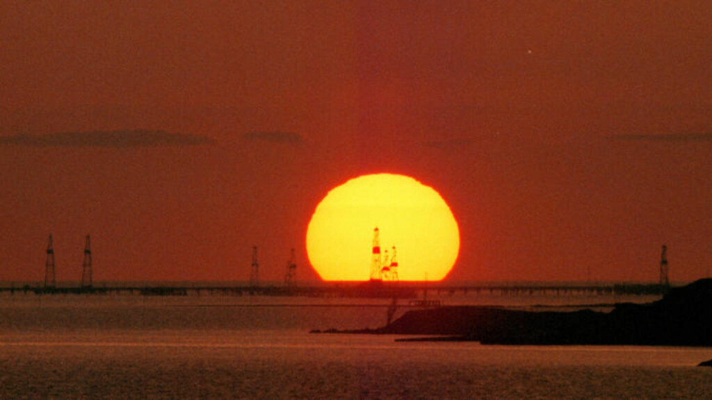BLANT VERDENS STØRSTE:  Olje- og gassreservene i Kaspihavet er regnet som tredje største i verden. Foto: AP Photo/Sergei Grits