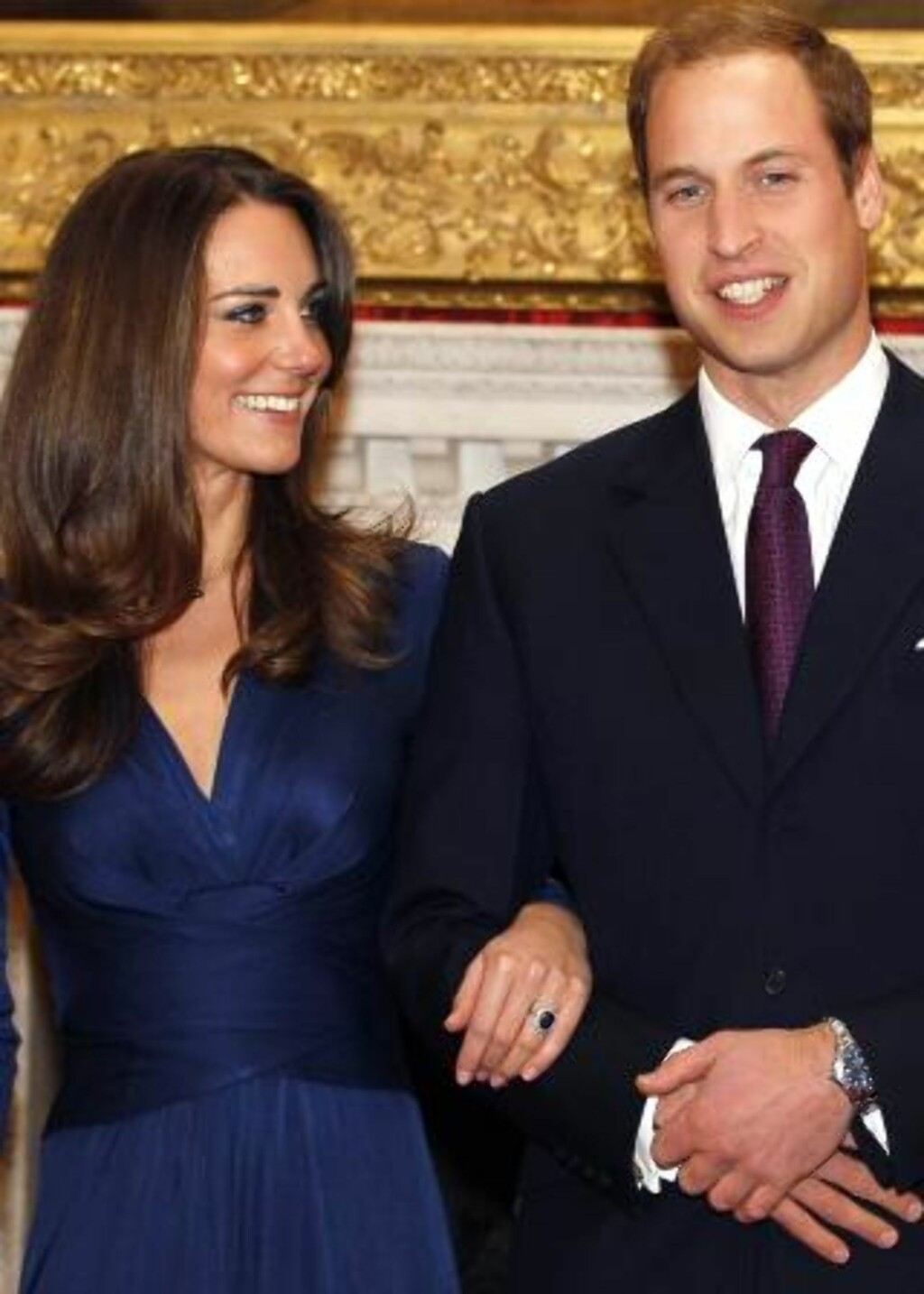OG KONGELIG FORLOVELSE: Britene jublet da prins William forlovet seg med Kate. Foto: AP Photo/Kirsty Wigglesworth