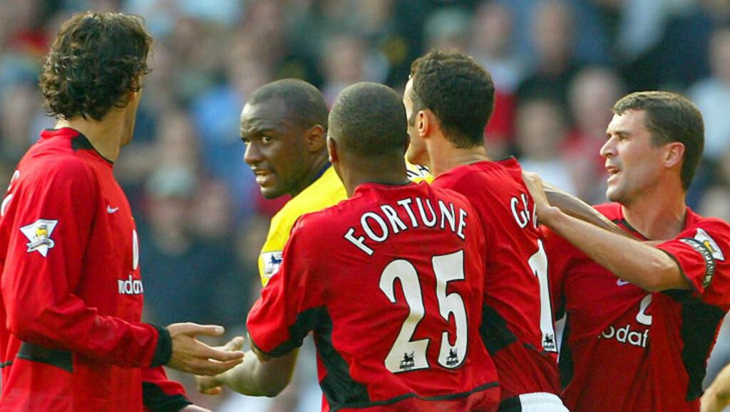 MER SÅNT: Roy Keane savner tydeligvis tida da han og Patrick Vieira drev med en form for MMA i kampene mellom Arsenal og Manchester United.Foto: SCANPIX/REUTERS/Ian Hodgson