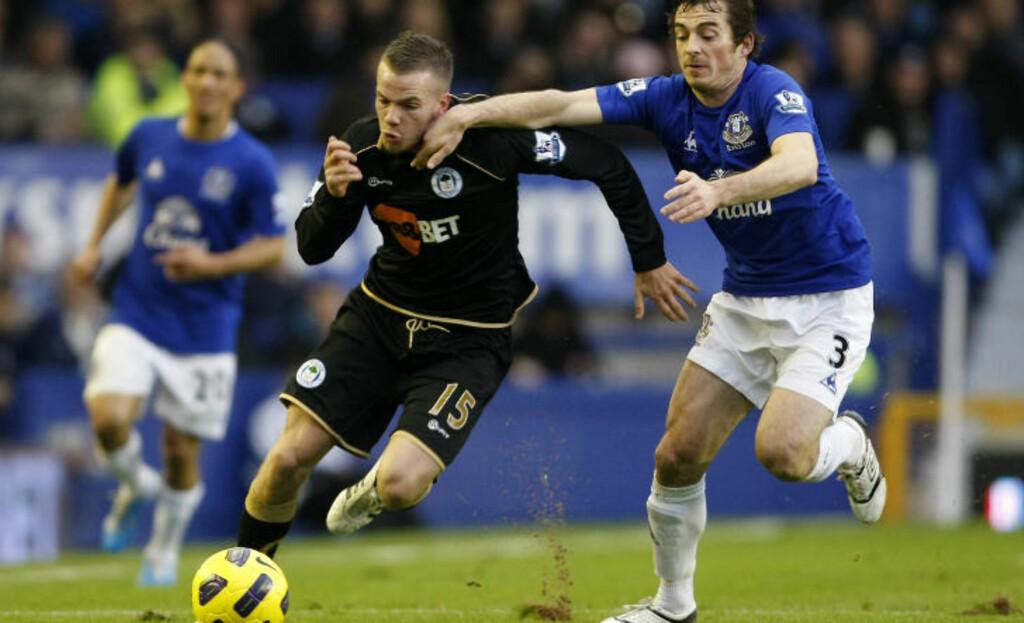 GJØR SUKSESS: Tom Cleverley, som er offensiv midtbanespiller, har scoret to mål på sine tre kamper for Wigan. I januar hentes han trolig tilbake til Old Trafford av sir Alex Ferguson. Foto: (AP Photo/Tim Hales)