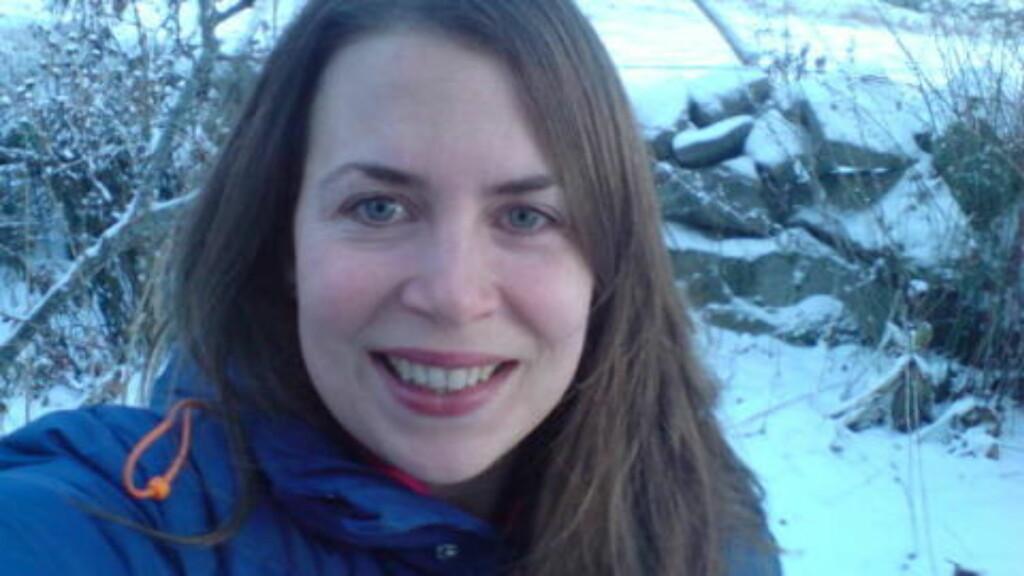 MÅTTE FLYTTE: Ruth Marie Østråt Koksvik måtte flytte fra Bergen og hjem til familien i Hallingdal da hun, samboeren og barna Mari (2 år) og Signe (3 mnd) ble evakuert fra Ladegårdsgaten for 18 måneder siden. FOTO: Privat