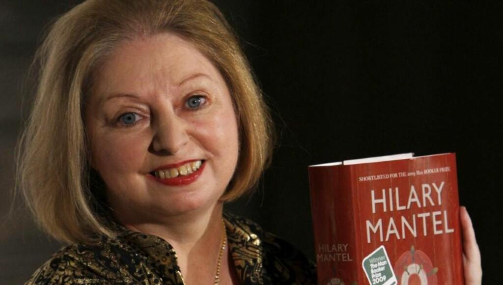 TJUKK BOK: Hilary Mantels siste bok er svært god, mener Dagblad-anmelder Cathrine Krøger. Men den er også et eksempel på en tendens for bokåret 2010; at bøkene blir tjukkere og tjukkere.  Foto: SCANPIX /REUTERS/Luke MacGregor