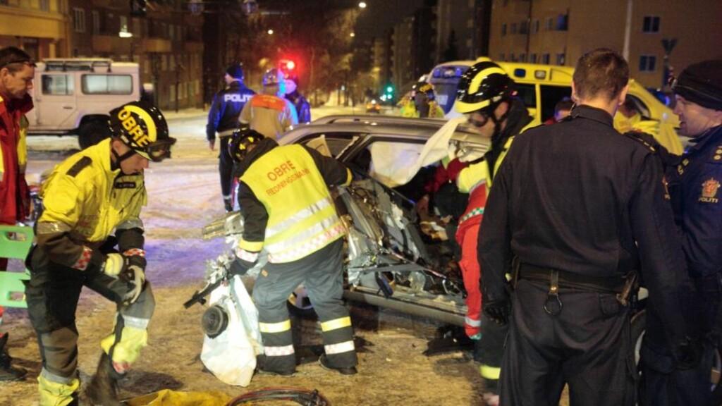 HARDT SKADD: En politimann ble hardt skadd og en politimann fikk mindre skader i en trafikkulykke fredag kveld. FOTO: Truls Grande/FirstFoto