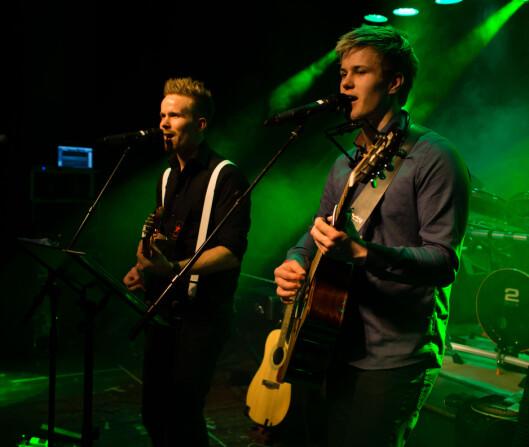 """FAMILIEBAND: Sammen med onkelen Bård, har Vegard sunget i bandet """"Leite and the Music Mafia""""."""
