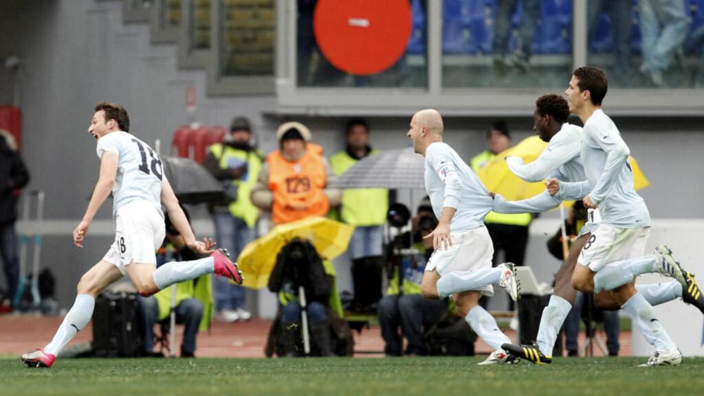 MOT TOPPEN: Lazio-spillerne kunne juble for tre nye poeng etter 3-2-seier over Udinese søndag. Foto: Giampiero Sposito, Reuters/Scanpix