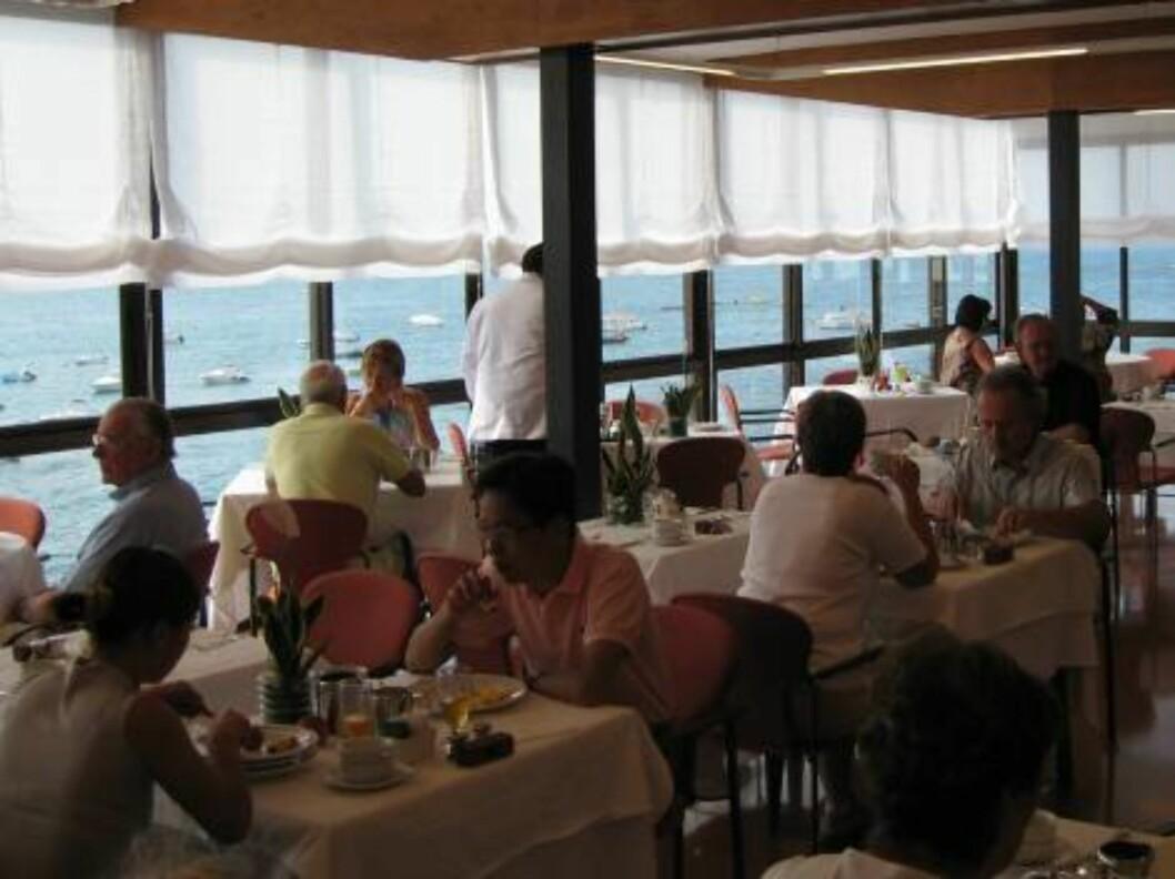 <strong>RESTAURANT:</strong> Frokost med havutsikt er ikke å forrakte... Foto: Per Tandberg