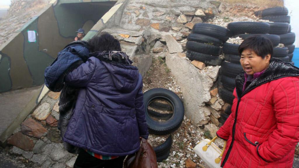 I DEKNING: Sør Korea beordret innbyggerne på fem av grenseøyene til å gå i dekning etter at det skal gjennomføres øvelse med skarpt på øya. Foto: REPUBLIC OF/AFP/SCANPIX